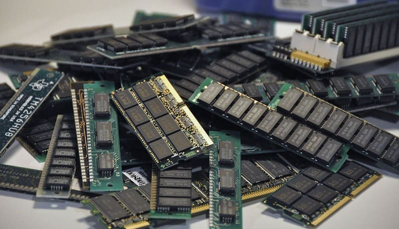 Micron, Samsung and SK hynix cut DDR4 DRAM investment